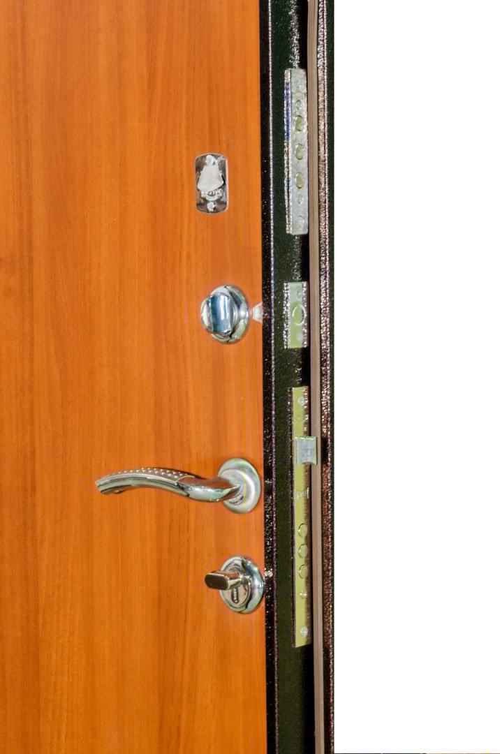 входные металлические двери у